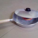 Сковорода (ручка дерево), с крышкой литая